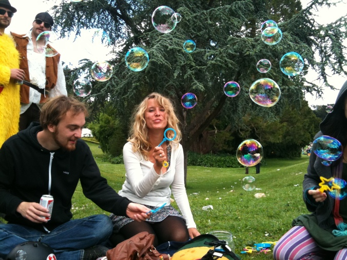 Christian and Luise making bubbles in Golden Gate Park.