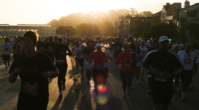 One thousand american runners drop dead every year in the US - during exercise or races. Photo from US Half Marathon 2011, San Francisco, by: Per Skovkjær Sand