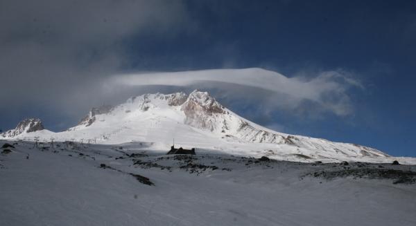 IMG_8865 - Mount Hood er en vulkan. Den var senest aktiv i 1800-tallet, men vil gå i udbrud igen på et tidspunkt. Myndighederne vurderer, at sandsynligheden for et eksplosivt udbrud er meget lille